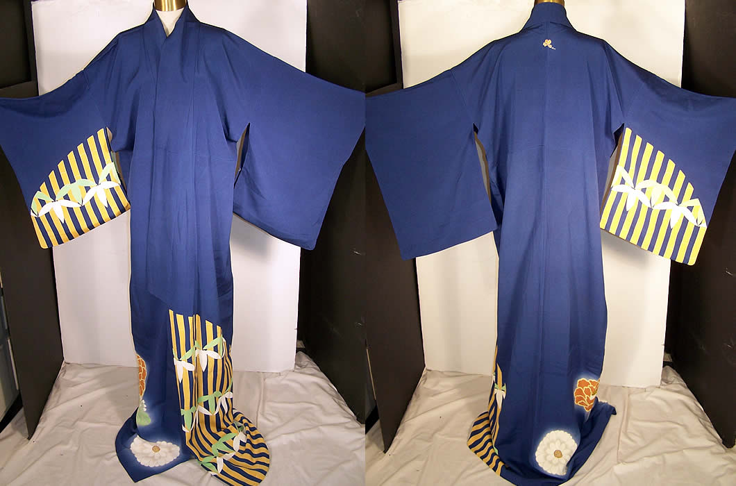 Japanese Geisha Blue Kiri Mon Silk Screen Kimono   Front view.
