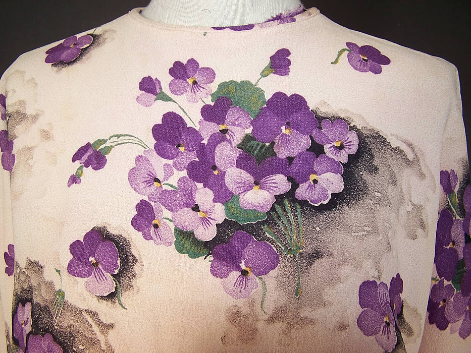 Vintage Purple Violet Flower Posy Print Rayon Crepe Belted Dress close up of the back