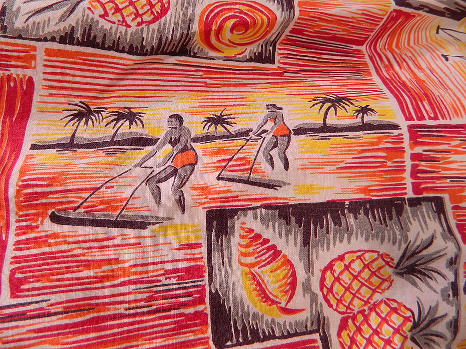 Vintage Hawaiian Surfer Pineapple Print Cotton Off One Shoulder Sarong Dress. It is in good condition. This is truly a wonderful piece of collectable Hawaiiana vintage textile art!