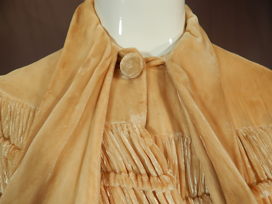 Vintage Art Deco Ruched Pleated Cream Silk Velvet Flapper Evening Cloak Cape