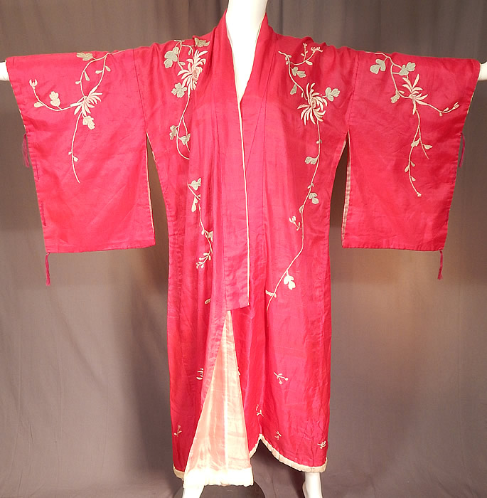 Vintage Japanese Fuchsia Pink Silk Chrysanthemum Embroidered Kimono Robe