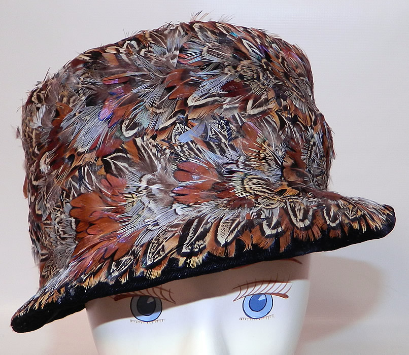 Vintage Womens Black Velvet Pheasant Feather Fedora Hat. This vintage womens black velvet pheasant feather fedora hat dates from the 1940s.