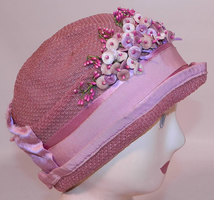 Vintage Tenne Hats Purple Lilac Woven Straw Lavender Flower Flapper Cloche. This fabulous flapper cloche style summer hat has a form fitting style with a slight rolled upturned brim.