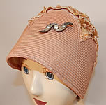 1920s Vintage Peachy Pink Woven Straw Velvet Flower Applique Flapper Cloche Hat