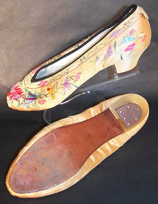 Chinese Gold Silk Embroidered Butterfly Slipper Shoes  side bottom view.