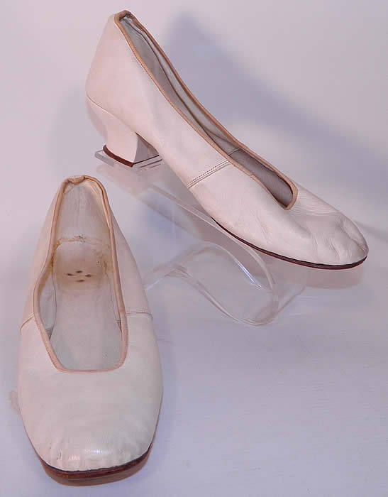 Victorian White Kid Leather Small Bridal Wedding Slippers Shoes Straight Sole. This pair of antique Victorian era white kid leather small bridal wedding slipper shoes straight sole date from 1850.