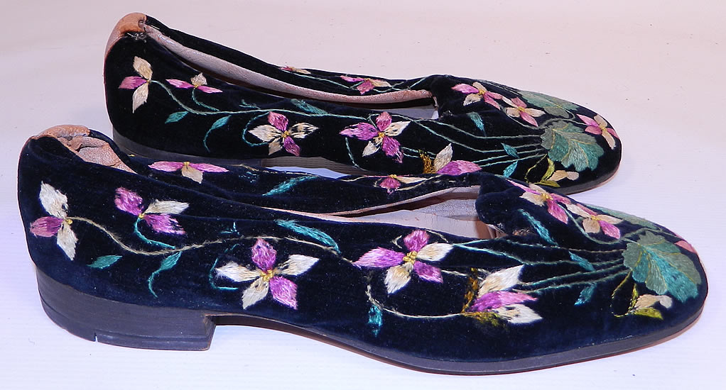 Victorian Black Velvet Violet Embroidered Men's Slipper Shoes.