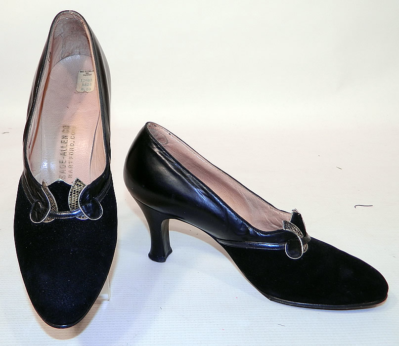 Vintage Sage Allen Co Hartford Art Deco Black Suede Leather Shoes. They are made of a two tone of black suede and black leather, with decorative Art Deco style snake skin applique trim accents on the front vamps instep.