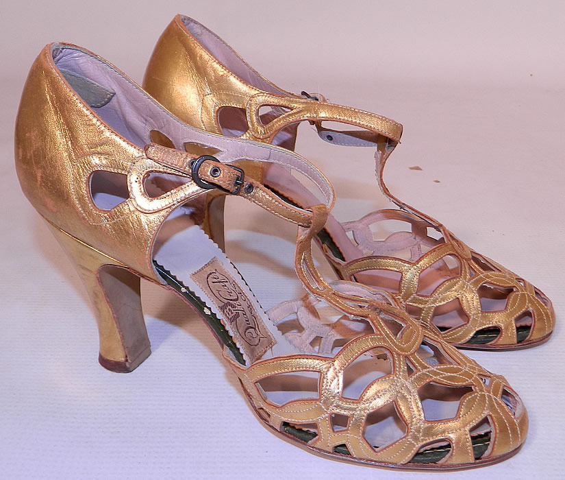 Vintage Quali Craft Art Deco Gold Leather Ring Chain Link Lattice T-Strap Shoes. This pair of vintage Quali Craft Art Deco gold leather ring chain link lattice T-strap shoes date from the 1930s. They are made of a gold metallic lamé leather. They are in good condition and have been gently worn, with some gold worn off the leather in spots. These are truly a rare and wonderful piece of wearable Art Deco shoe art!