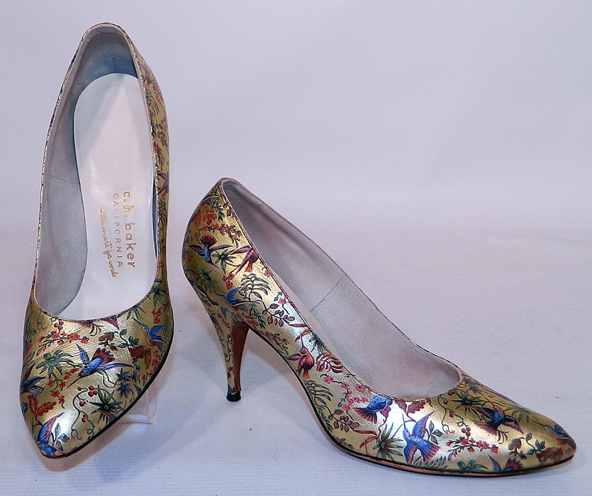 Vintage Galliano Gold Leather Botanical Hummingbird Print Stiletto Heel Shoes. They are made of a gold metallic lamé leather, with a colorful painted botanical print of plants, flowers and beautiful hummingbirds.