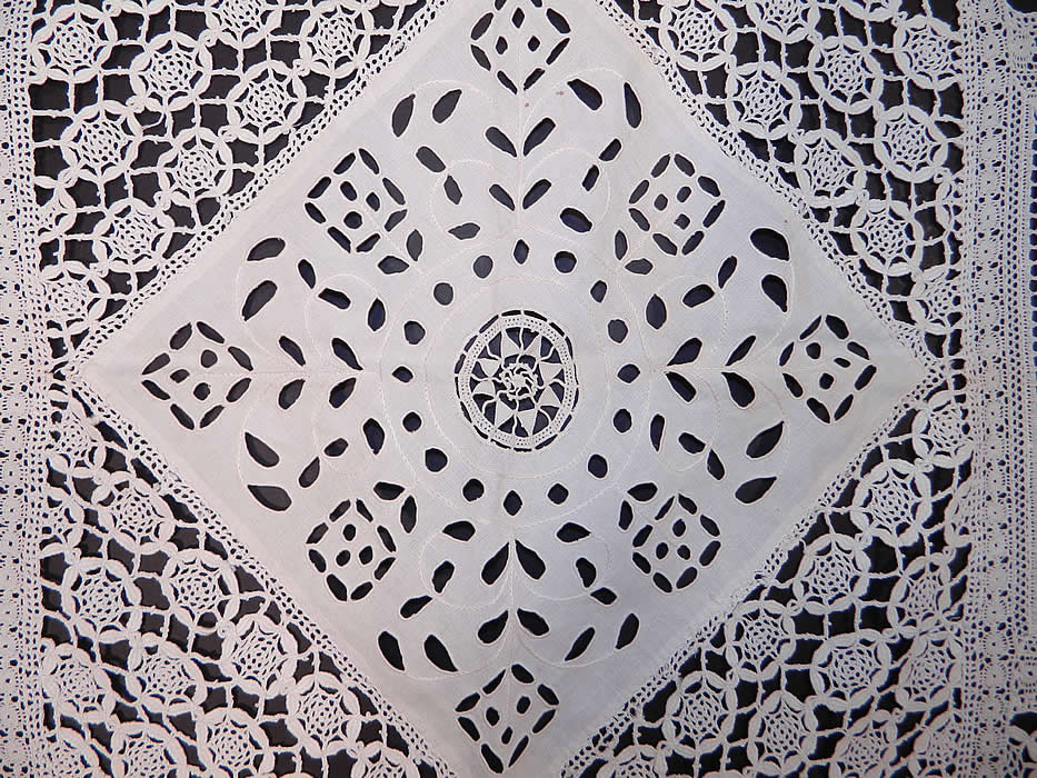 Victorian Antique Filet Bobbin Lace Renaissance Cupid Linen Cutwork Tablecloth. It is in good condition, with only a few tiny faint age spot stains. This is truly a  wonderful piece of antique lace textile art!