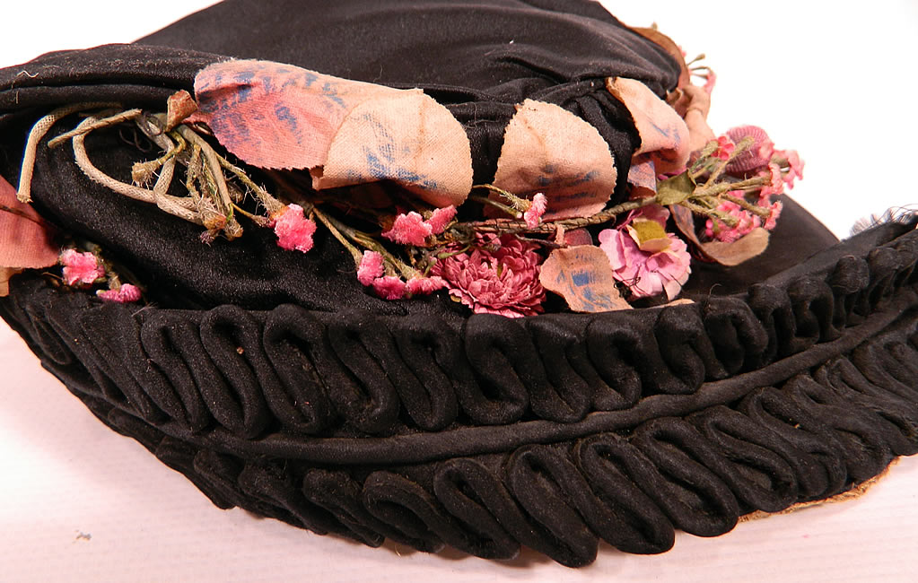 Edwardian Black Silk & Natural Straw Floral Garland Trim Wide Brim Hat. It is in good condition. This is truly a wonderful piece of wearable textile millinery art!